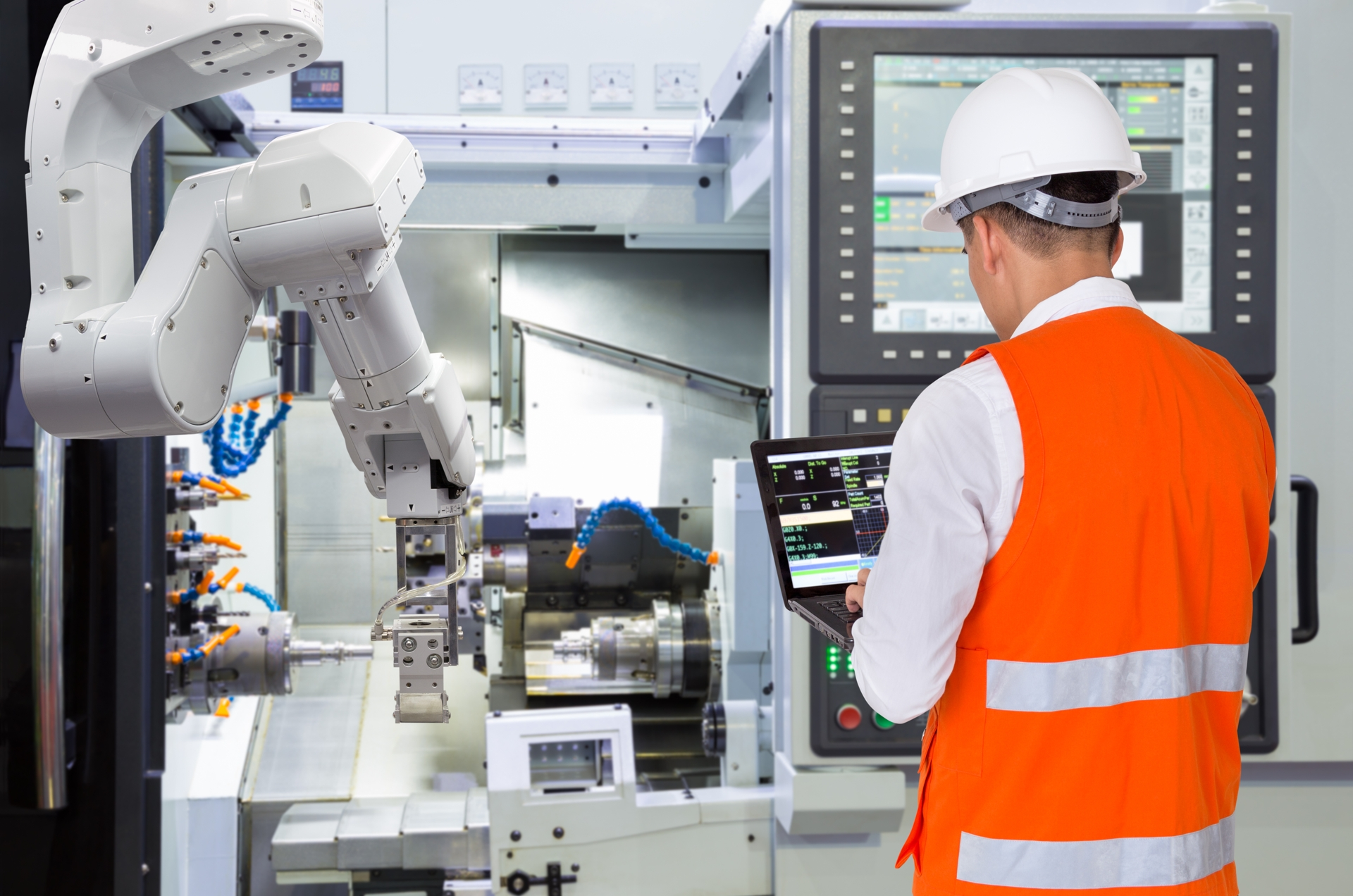 IT Specialist working in Industry 4.0 facility